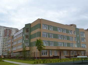 Школа на территории комплекса